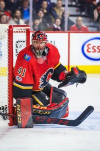 Nov 13, 2017; Calgary, Alberta, CAN; Calgary Flames goalie Mike Smith (41) guards his net against the St. Louis Blues during the first period at Scotiabank Saddledome. Mandatory Credit: Sergei Belski-USA TODAY Sports
